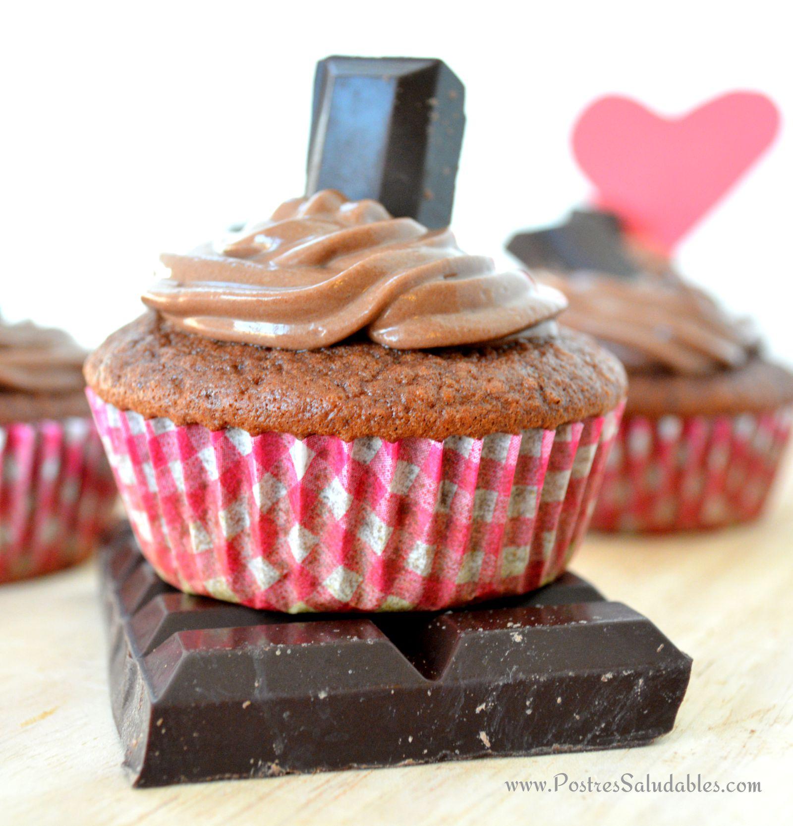 Cupcake de chocolate y nutella casera.  saludable, natural, sin azúcar